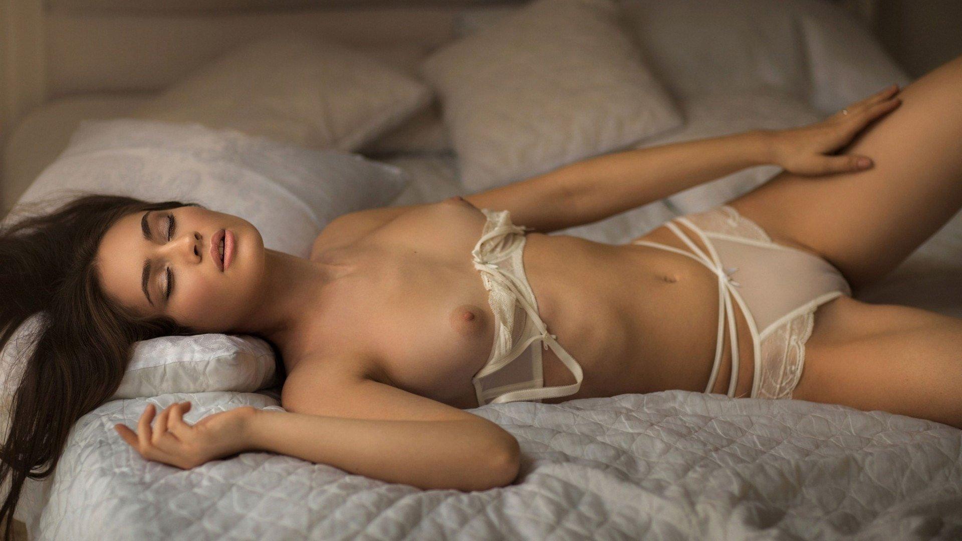 Horny Webcam Girls Want You To Watch Them Having Fun